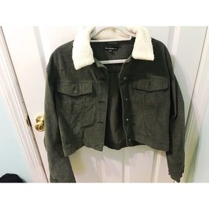 Cropped corduroy green jacket with Sherpa